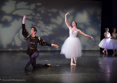 Albrecht and Giselle as a Willis dance