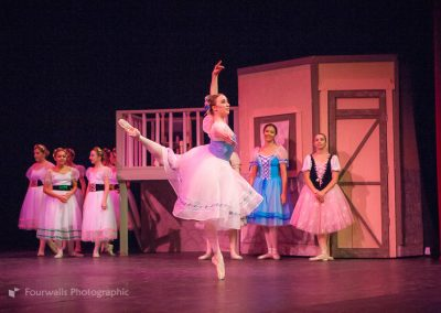 Swanhilda dances for her Friends